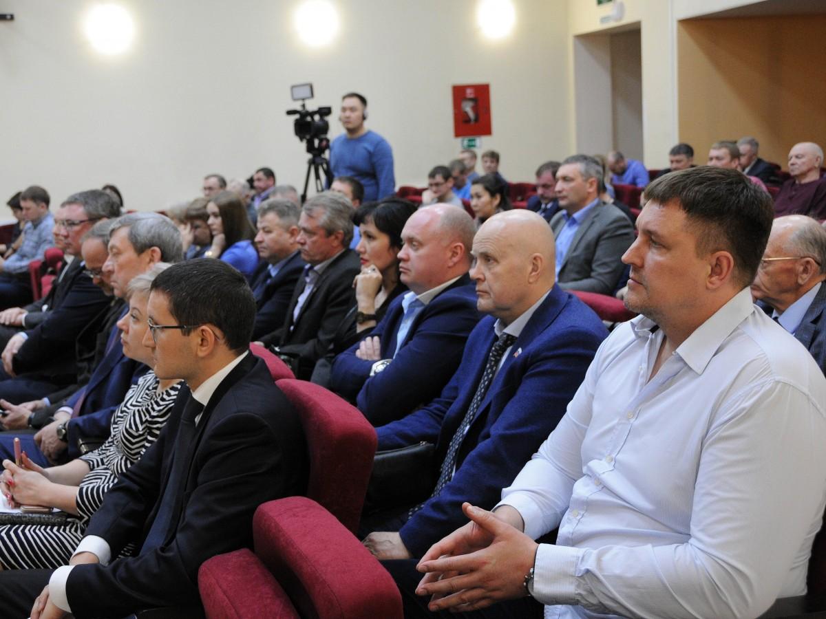 Петров на приеме у директора комеди цена меди в москве в Краснозаводск